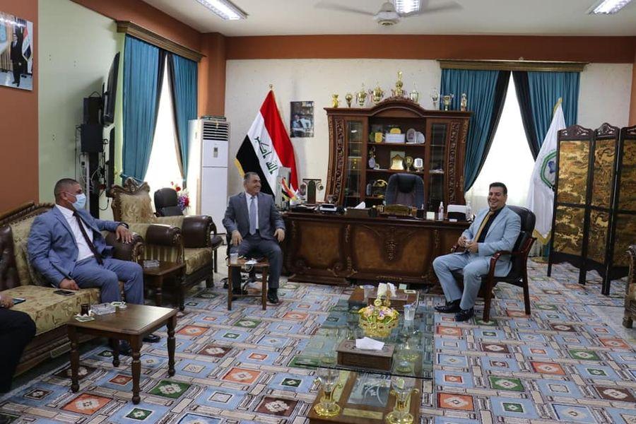 السيد رئيس الجامعة العراقية يزور مجمع سبع أبكار