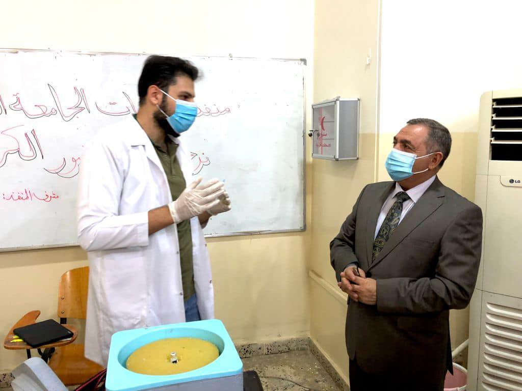 رئيس الجامعة يزور منفذ اللقاح الجامعي ويطلع على سير العمل